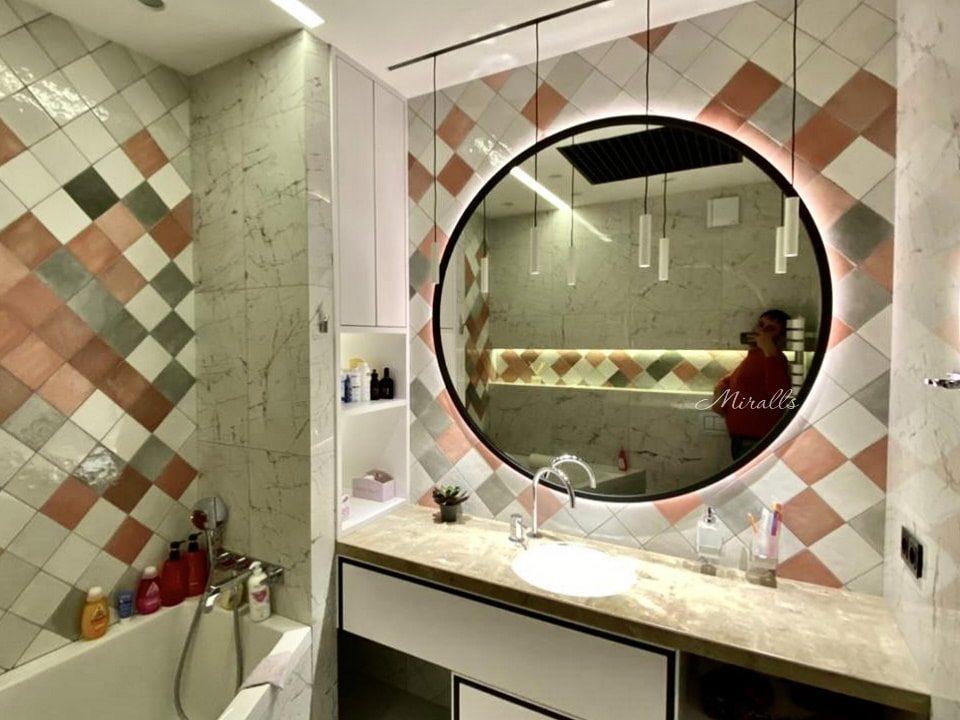 Зеркало Simona с подсветкой в ванне