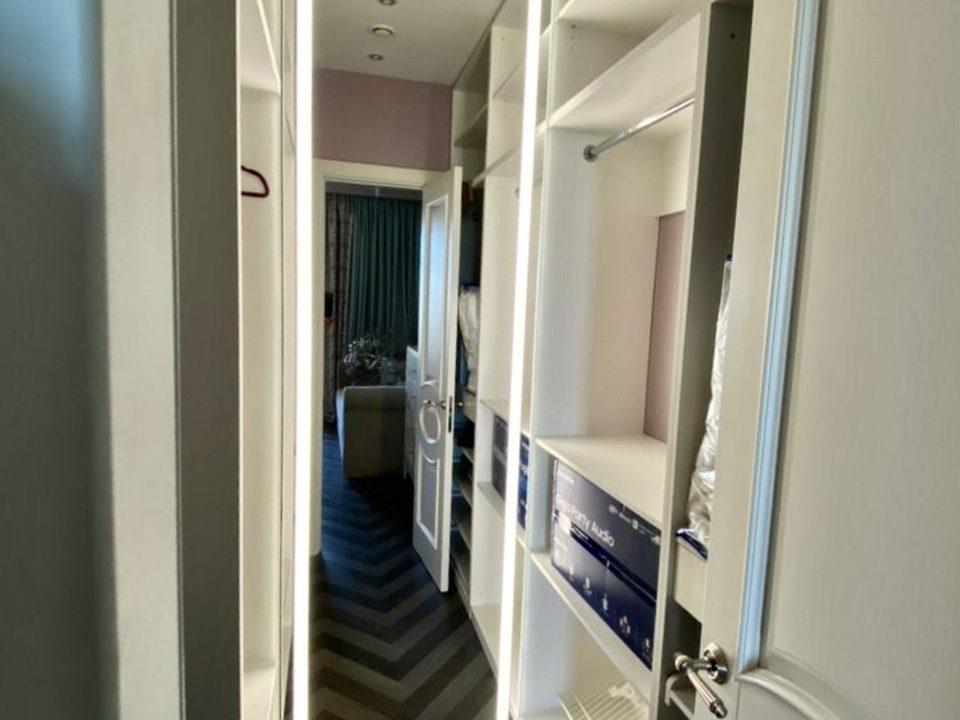 Зеркало прямоугольной формы Adele в гардеробной
