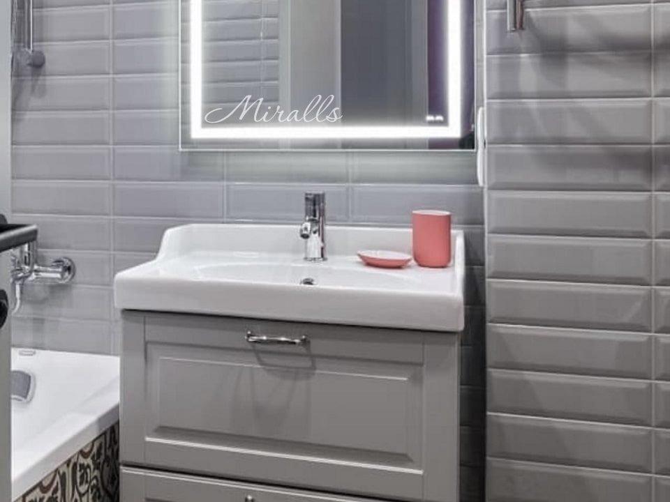 Зеркало прямоугольной формы Edging в ванне