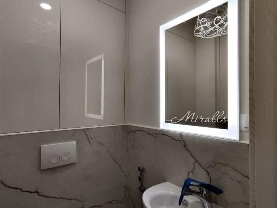 Зеркало прямоугольной формы Modern в ванне
