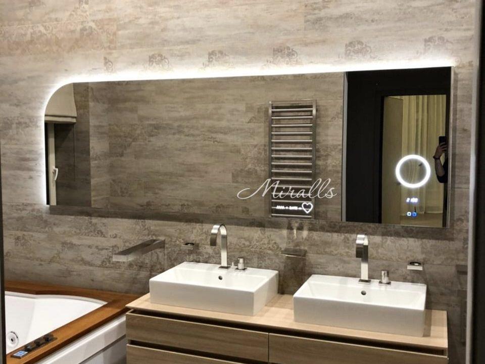 Зеркало с интерьерной и фронтальной подсветкой Unona в ванне