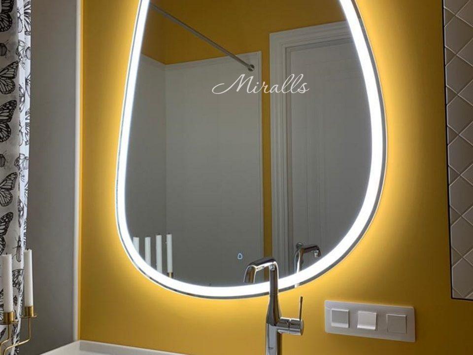 Зеркало с интерьерной и фронтальной подсветкой Pandora Plus в ванне
