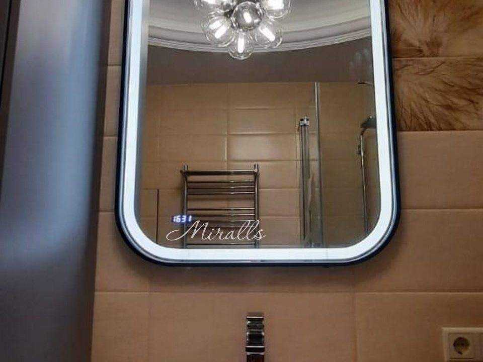 Зеркало с подсветкой Maison Plus в ванне