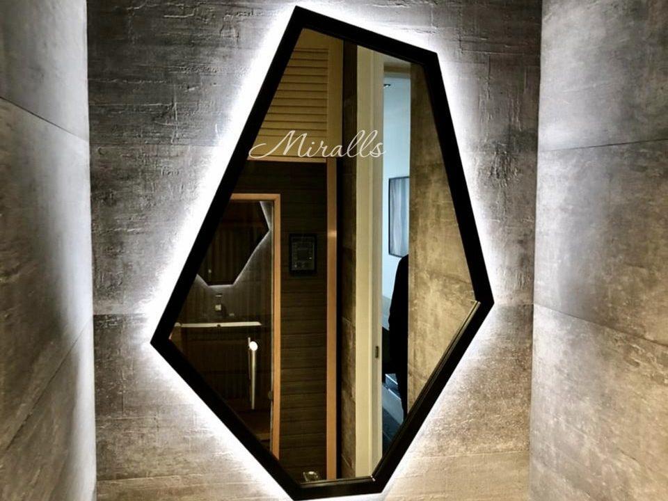 Дизайнерское зеркало в ванной Proud Extra