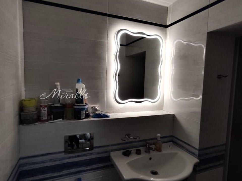 Интерьерное зеркало с подсветкой Waves