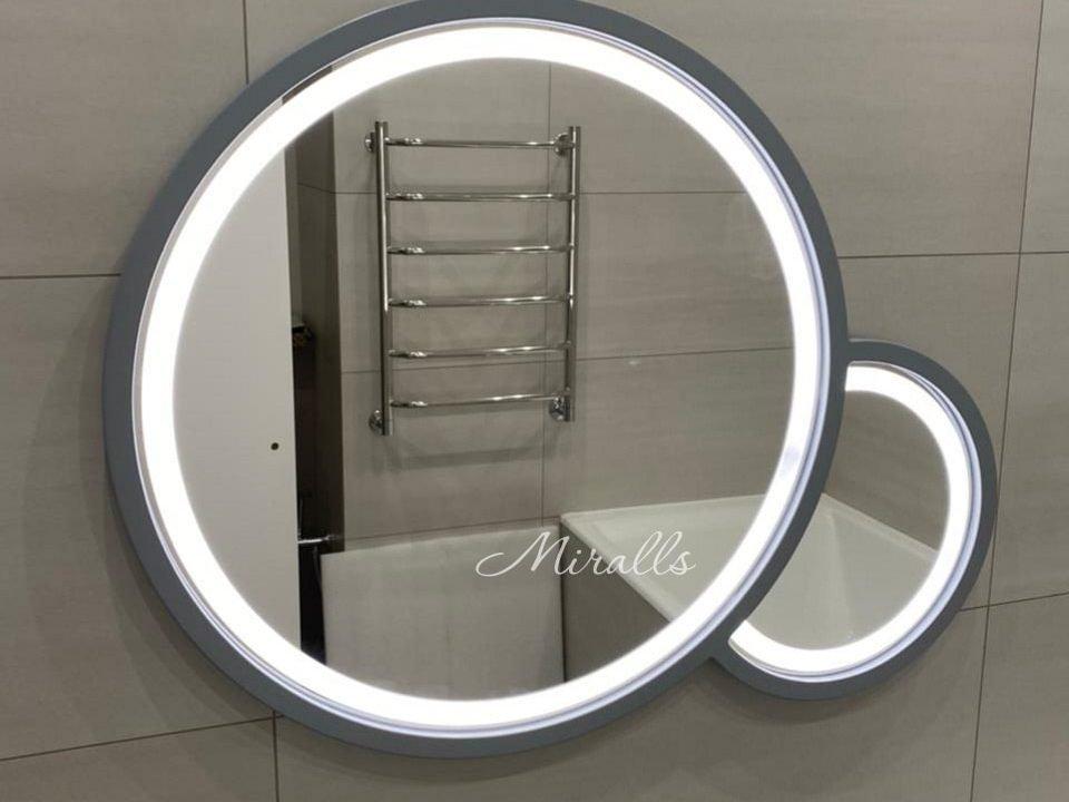Необычное зеркало Solaris Plus в ванне