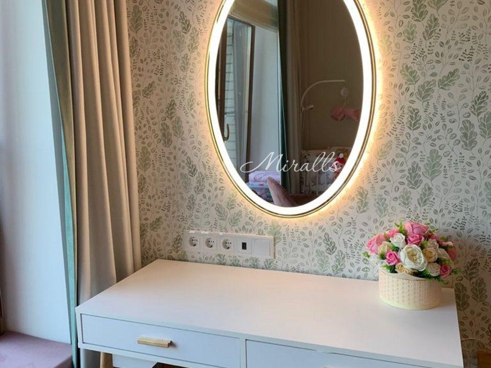 Овальное зеркало Silvia Plus в спальне