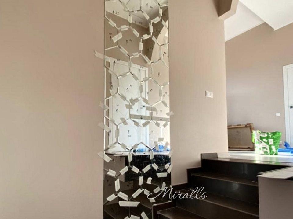 Зеркальное панно Pascal в коридоре