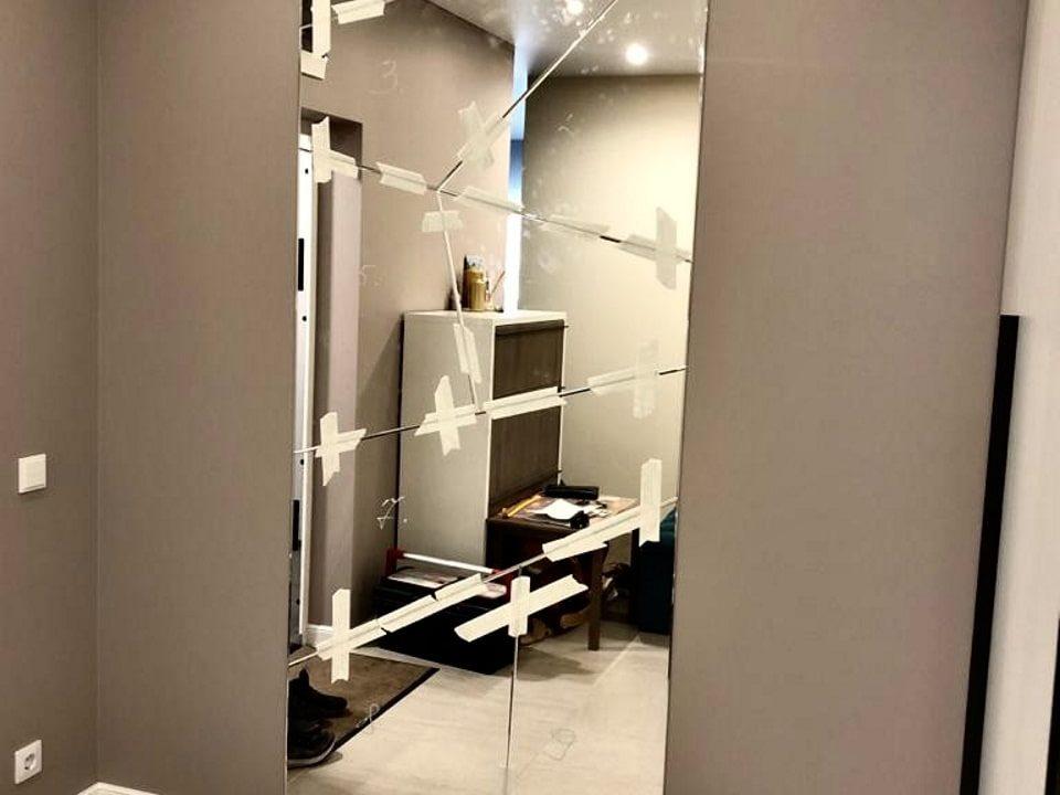 Зеркальное панно Picasso в коридоре