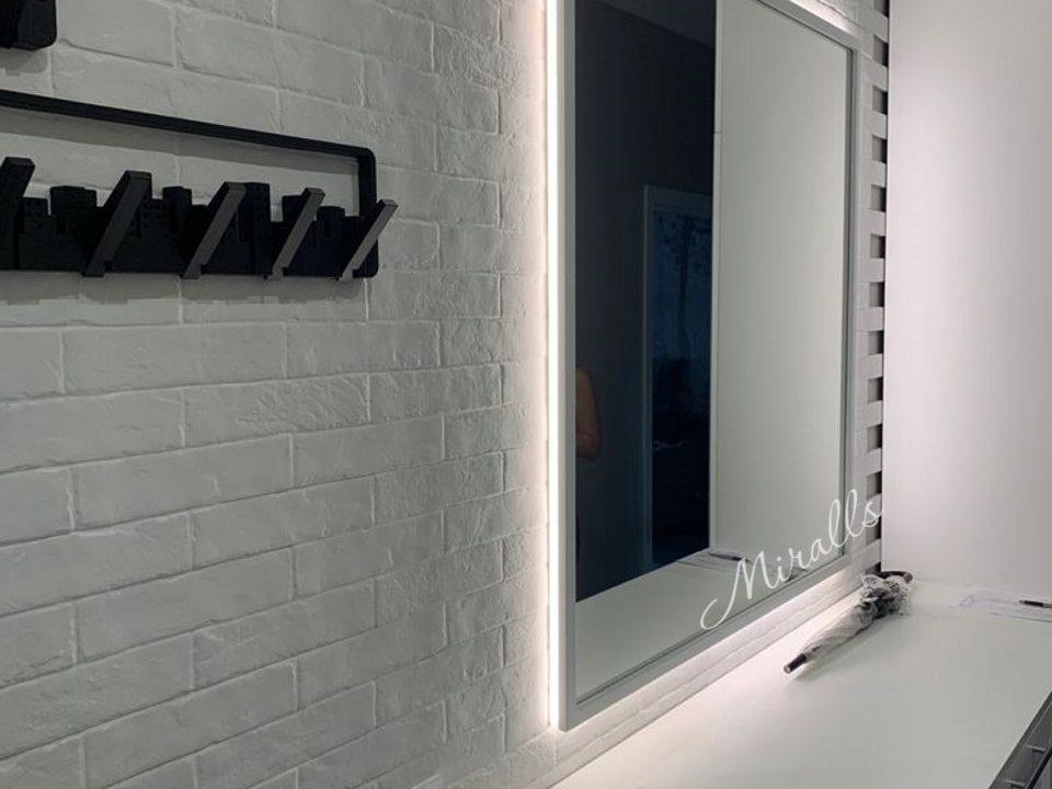 Зеркало Bruno в спальне