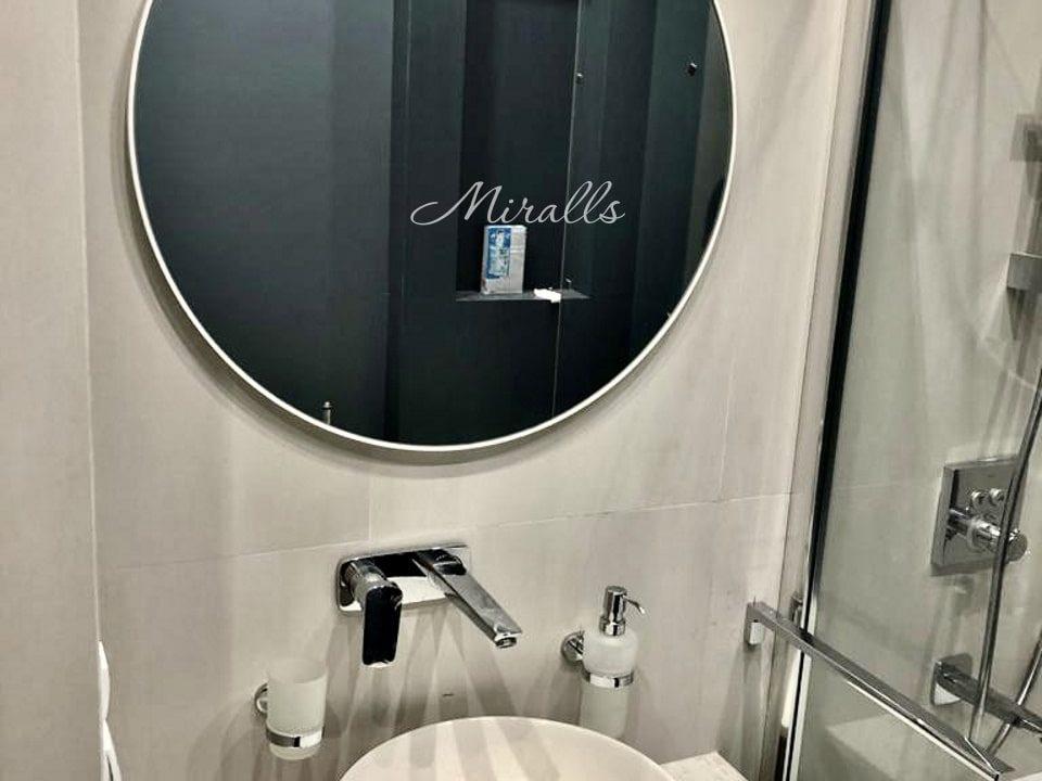 Зеркало Medea без подсветки в ванной комнате