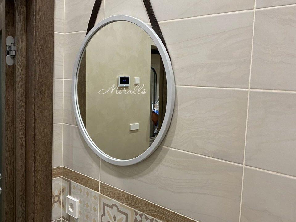 Зеркало на ремнях Estetica в ванной