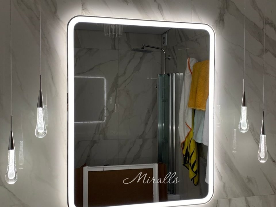 Зеркало с подсветкой Camelia в ванной
