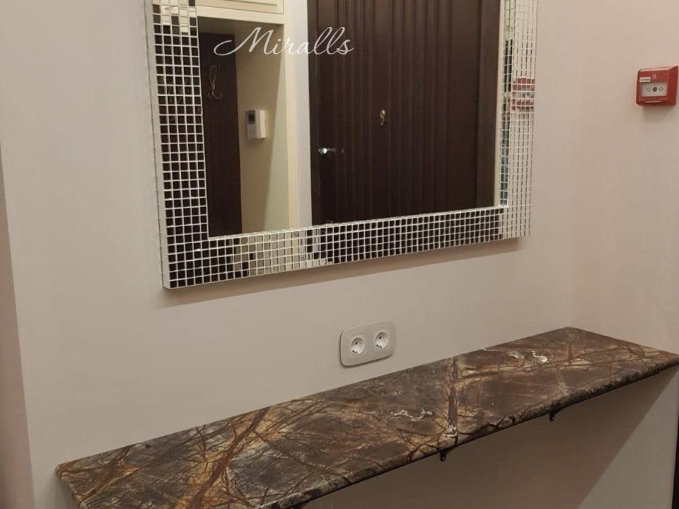 Зеркало в раме из мозаики Orpheus