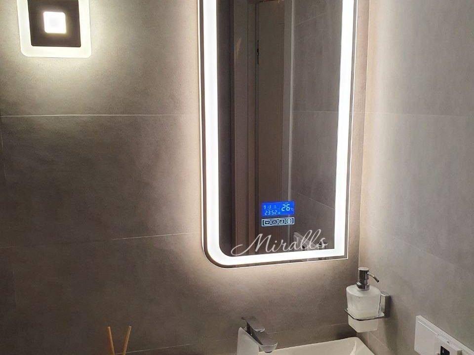 Зеркало в ванной с подсветкой Fusion