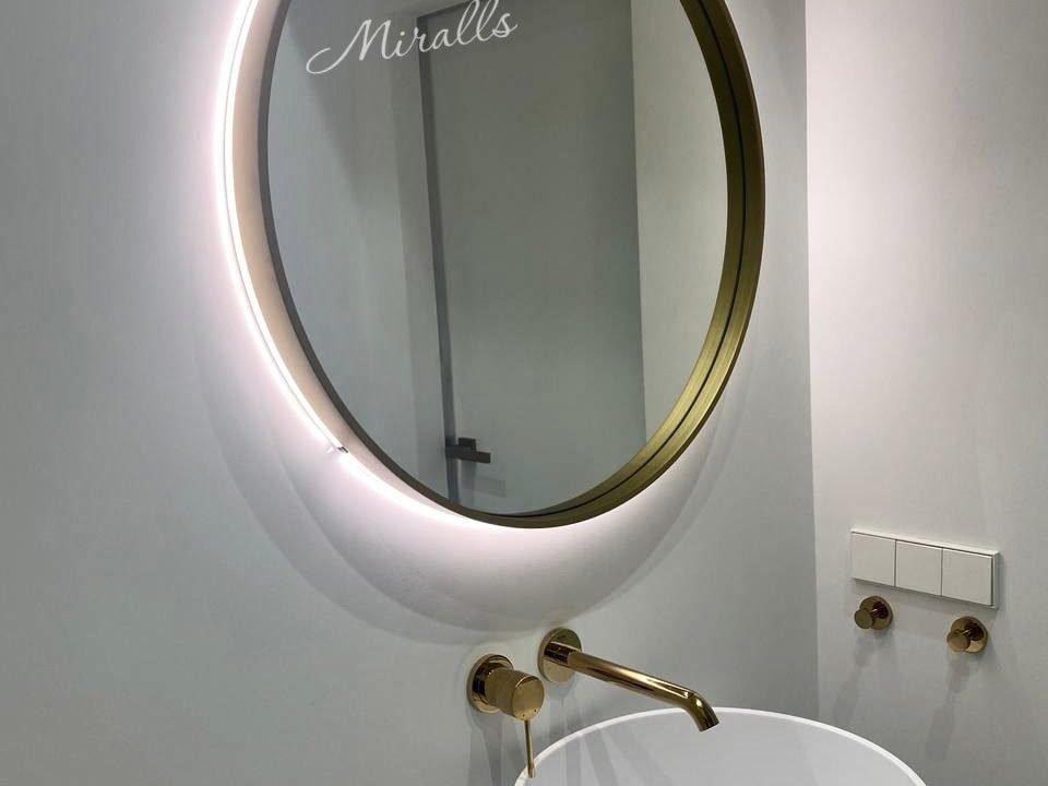 Интерьерное зеркало Oasis Extra в ванне
