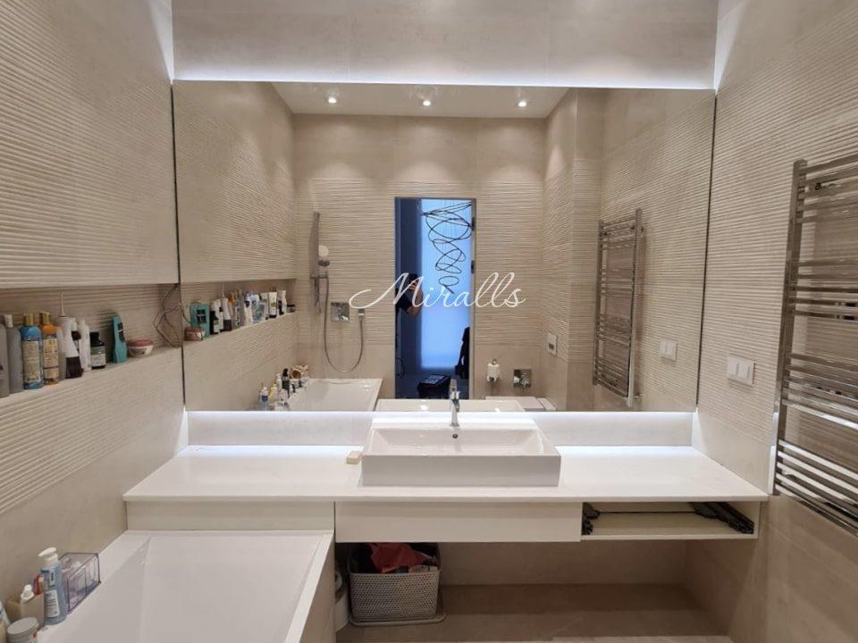 Прямоугольное зеркало Basic с интерьерной подсветкой в ванне