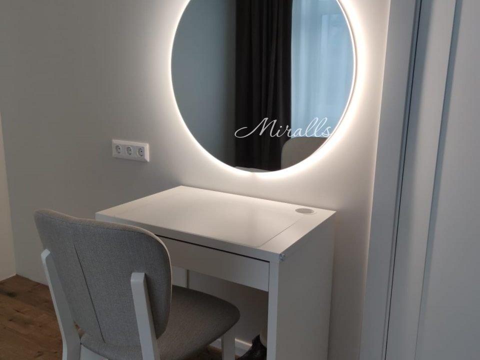 Зеркало Eclipse с интерьерной подсветкой в спальне
