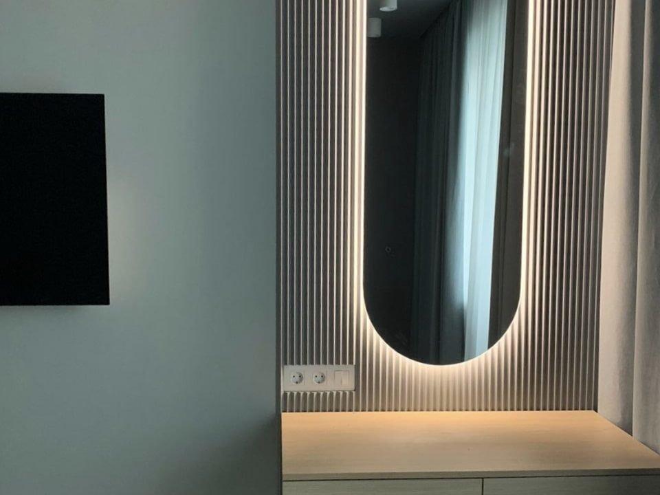 Зеркало с интерьерной подсветкой Serena в комнате